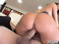 Wonderful Bombshell Is Pleasing A Biggest Schlong With Blowage